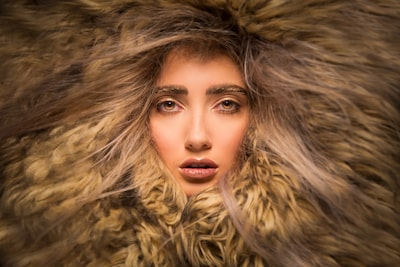 terry-donnelly-sony-alpha-7RIII-close-up-portrait-of-lady-wearing-a-fur