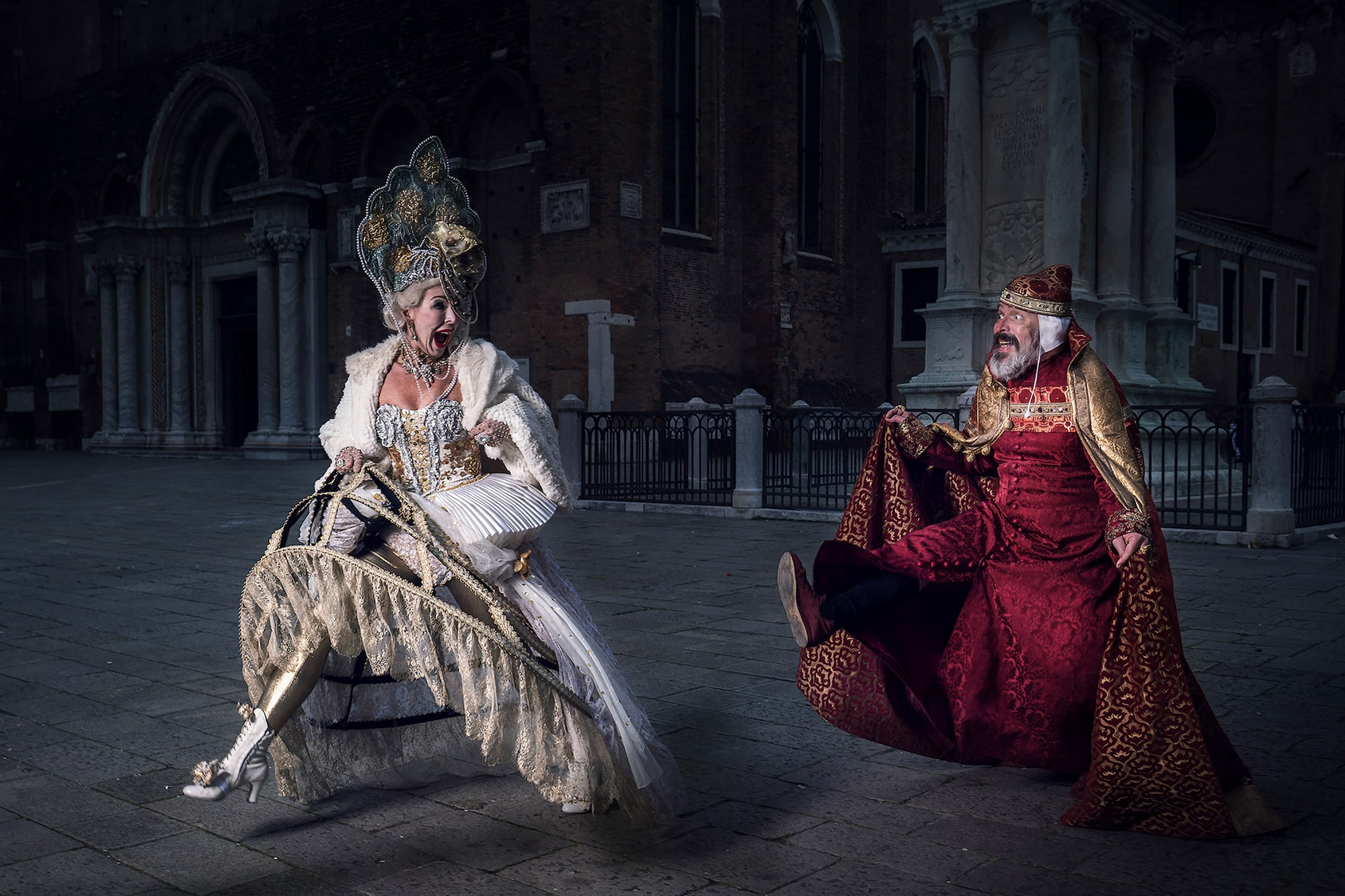 mathias kniepeiss sony alpha 7RIII man and woman in venetian costume laughing as they run to chase each other
