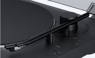 Close-up shot of the wireless turntable's newly designed straight aluminium tone arm