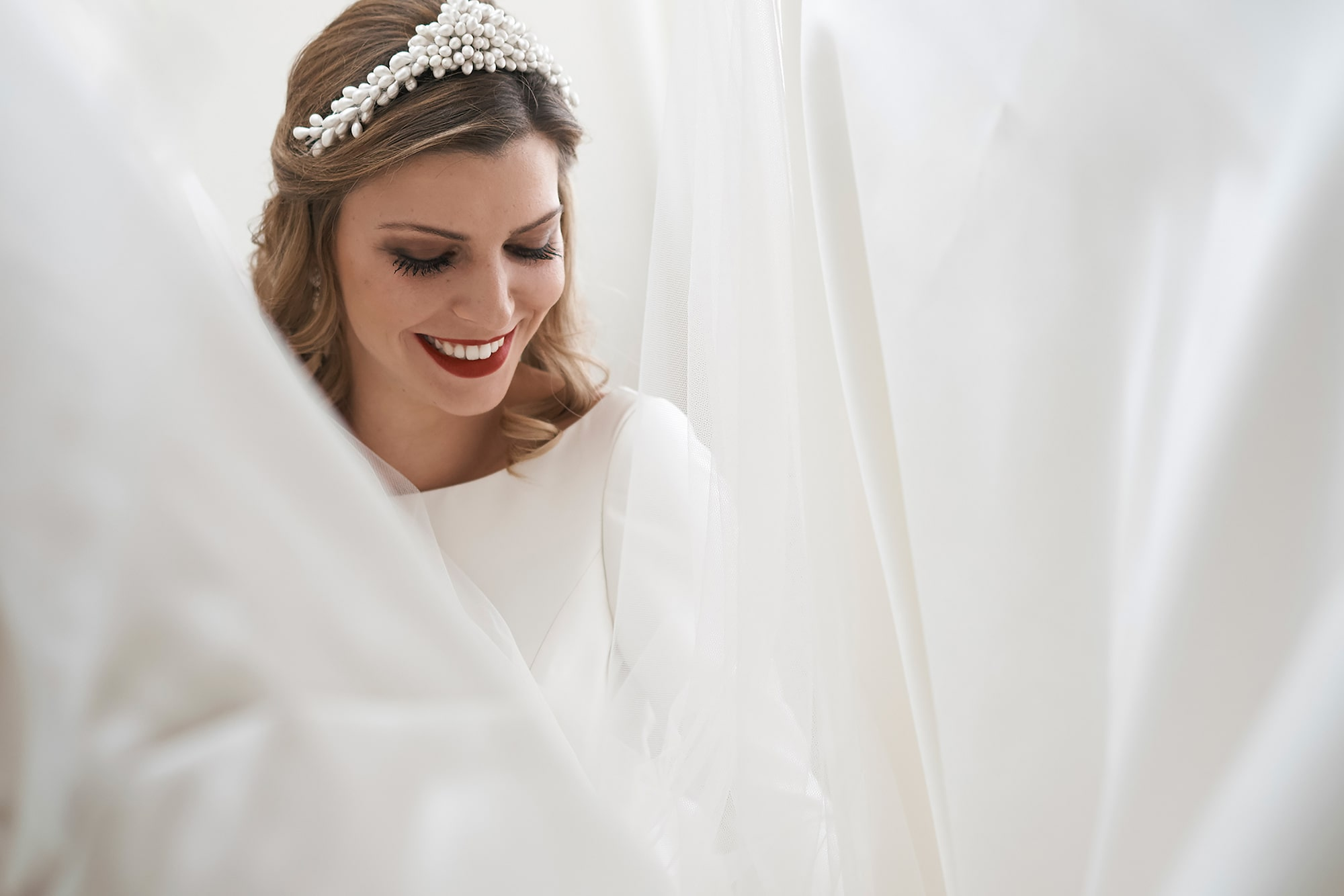 jorge miguel jaime baez sony alpha 7RIII bride enclosed in her veil laughing