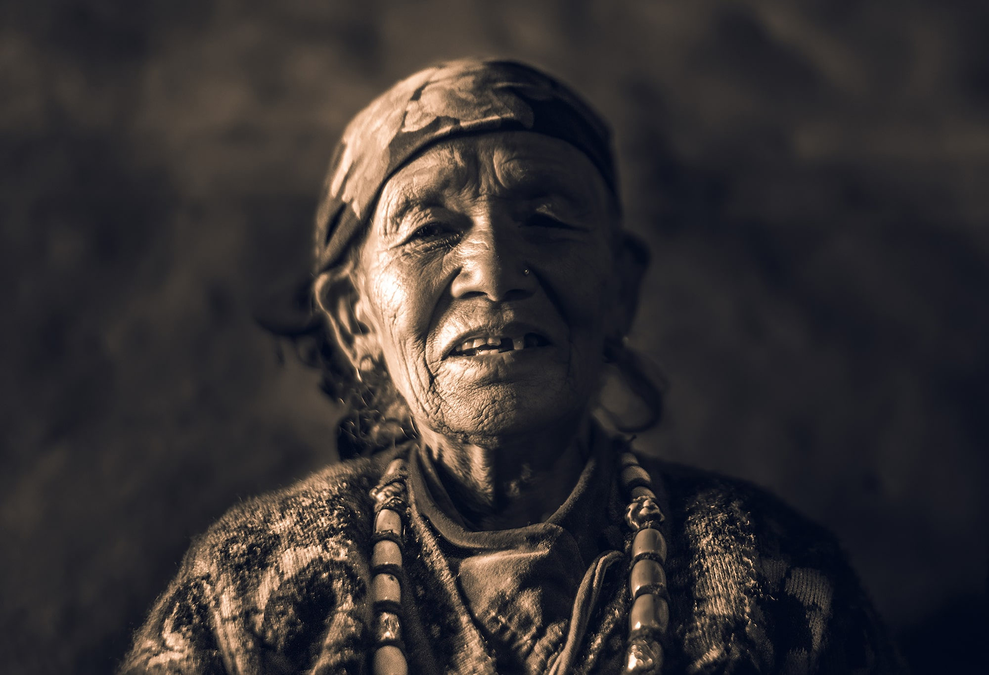 tolis fragoudis sony alpha 7RII portrait of smiling nepalese man