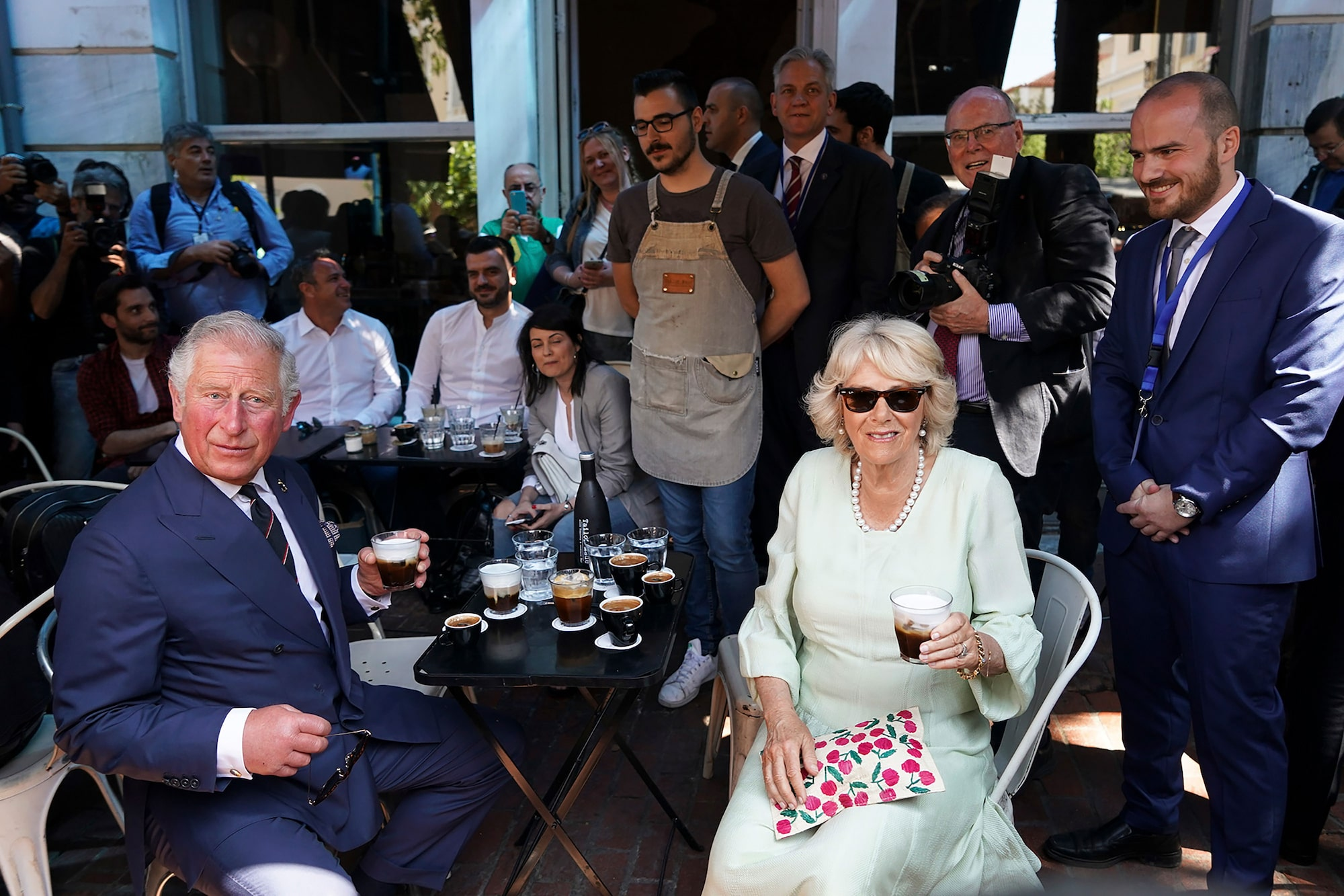 menelaos myrillas sony alpha 9 prince charles and camilla enjoying a coffee at a cafe