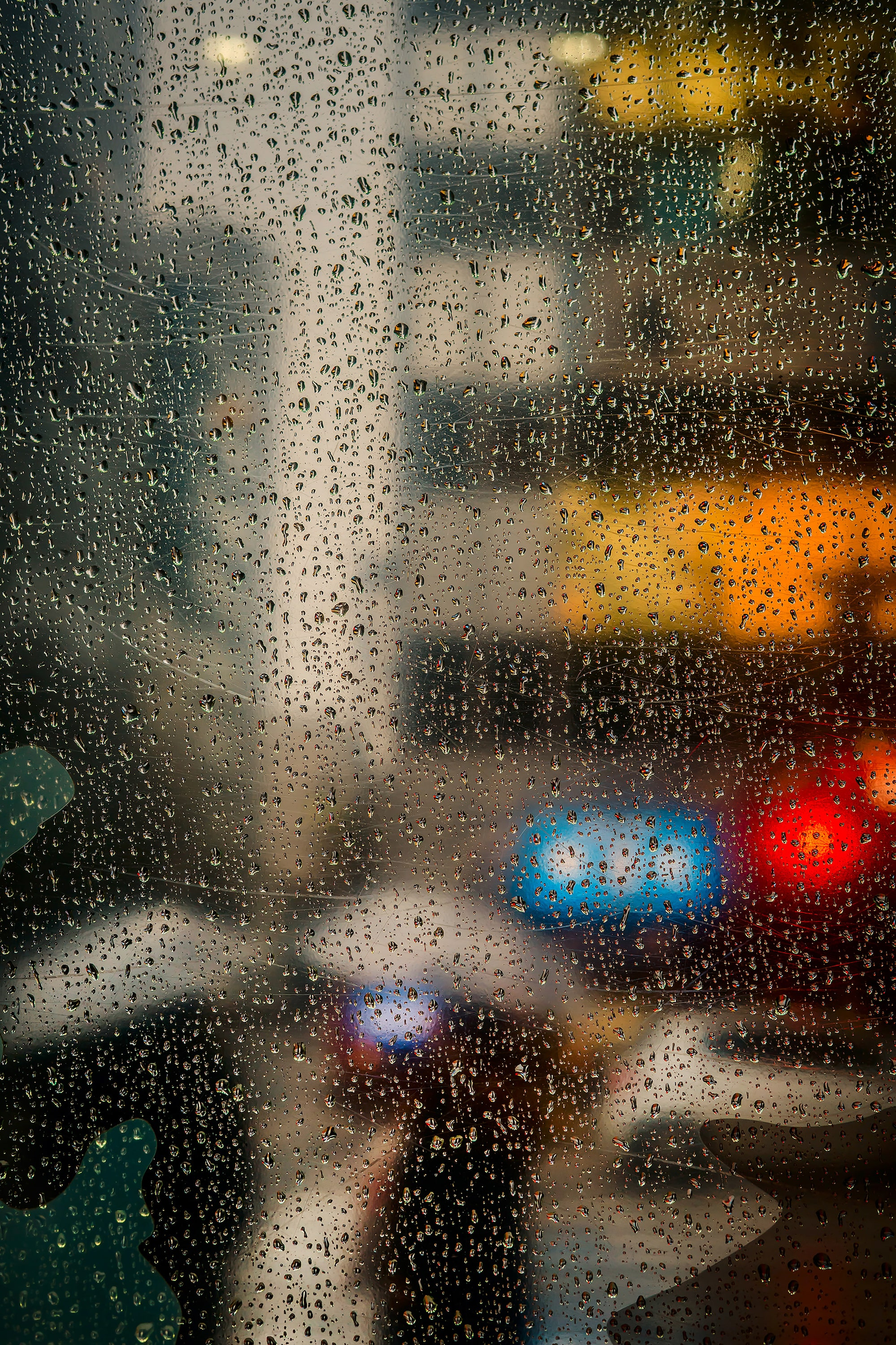 gabor erdelyi sony alpha 9 water droplets captured on a window with street lights behind