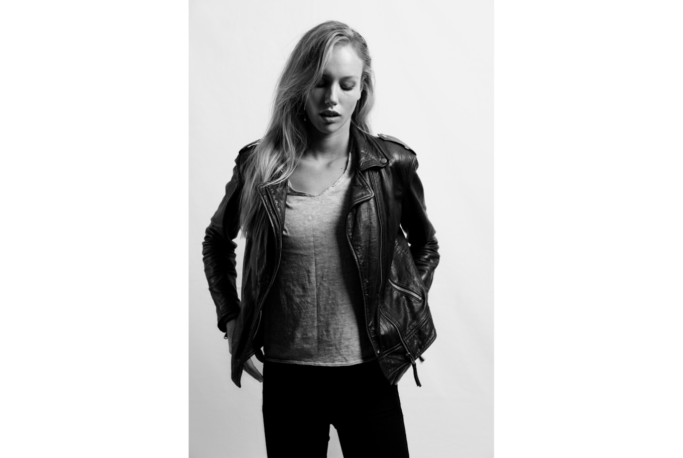 daniel gossmann sony alpha 7RM3 black and white image of a model wearing a leather jacket staring at the floor