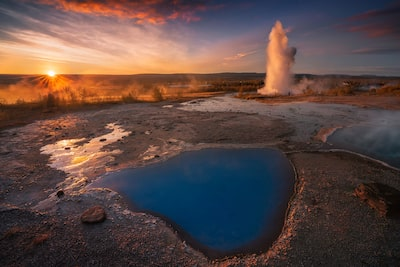 iurie belegursch sony alpha 7RIII the sun pokes above the horizon illuminating a large geyser