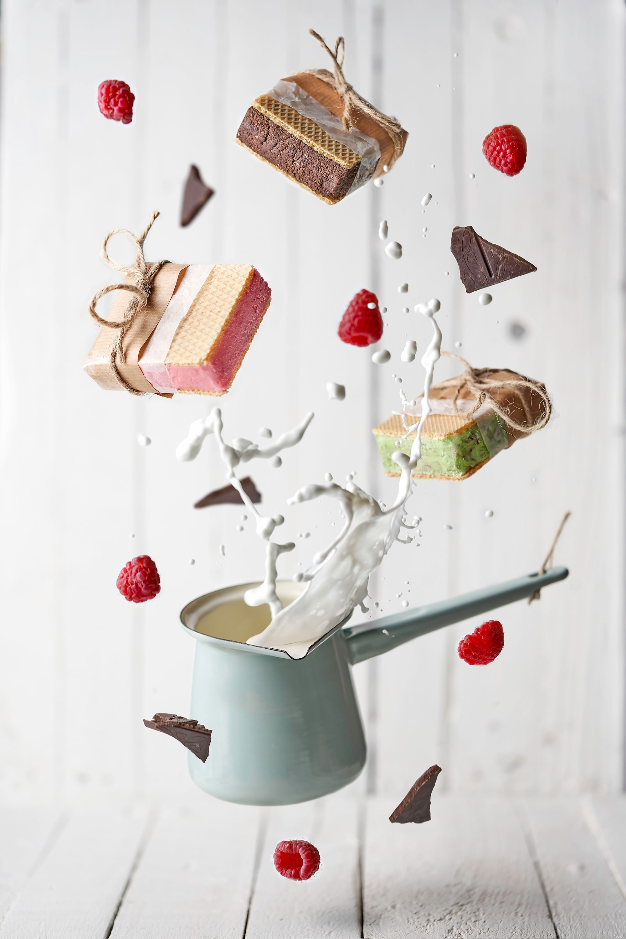 pablo gil sony alpha 7RIII pan of milk suspended in mid air with cake floating around