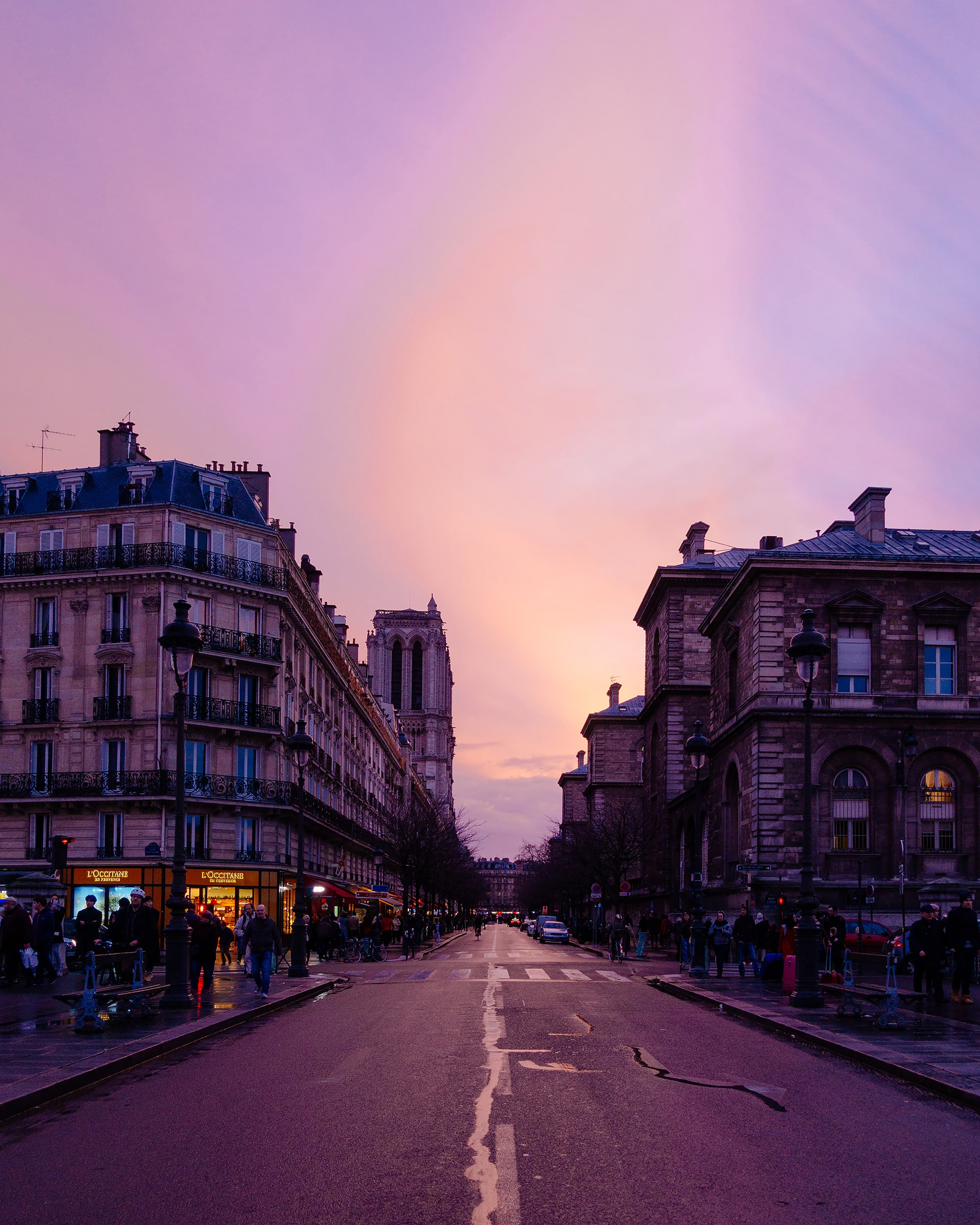 vutheara kham sony rx100m5 a parisian street at dusk showing a soft pink hue