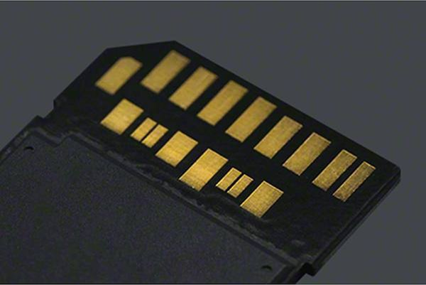World's first ribless SD card design