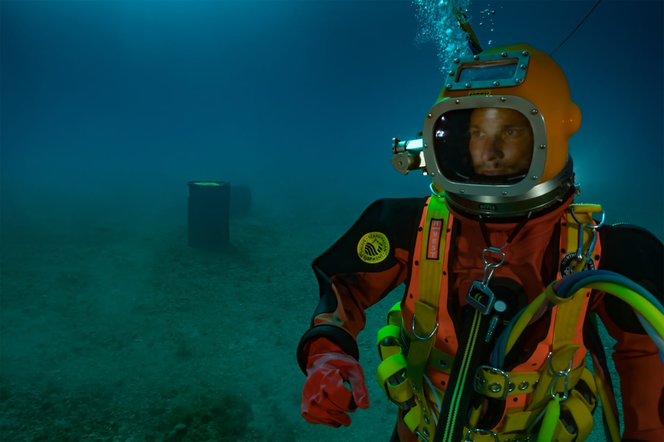 Alexis Rosenfeld sony alpha 7r2 man in diving suit standing on the floor below the sea