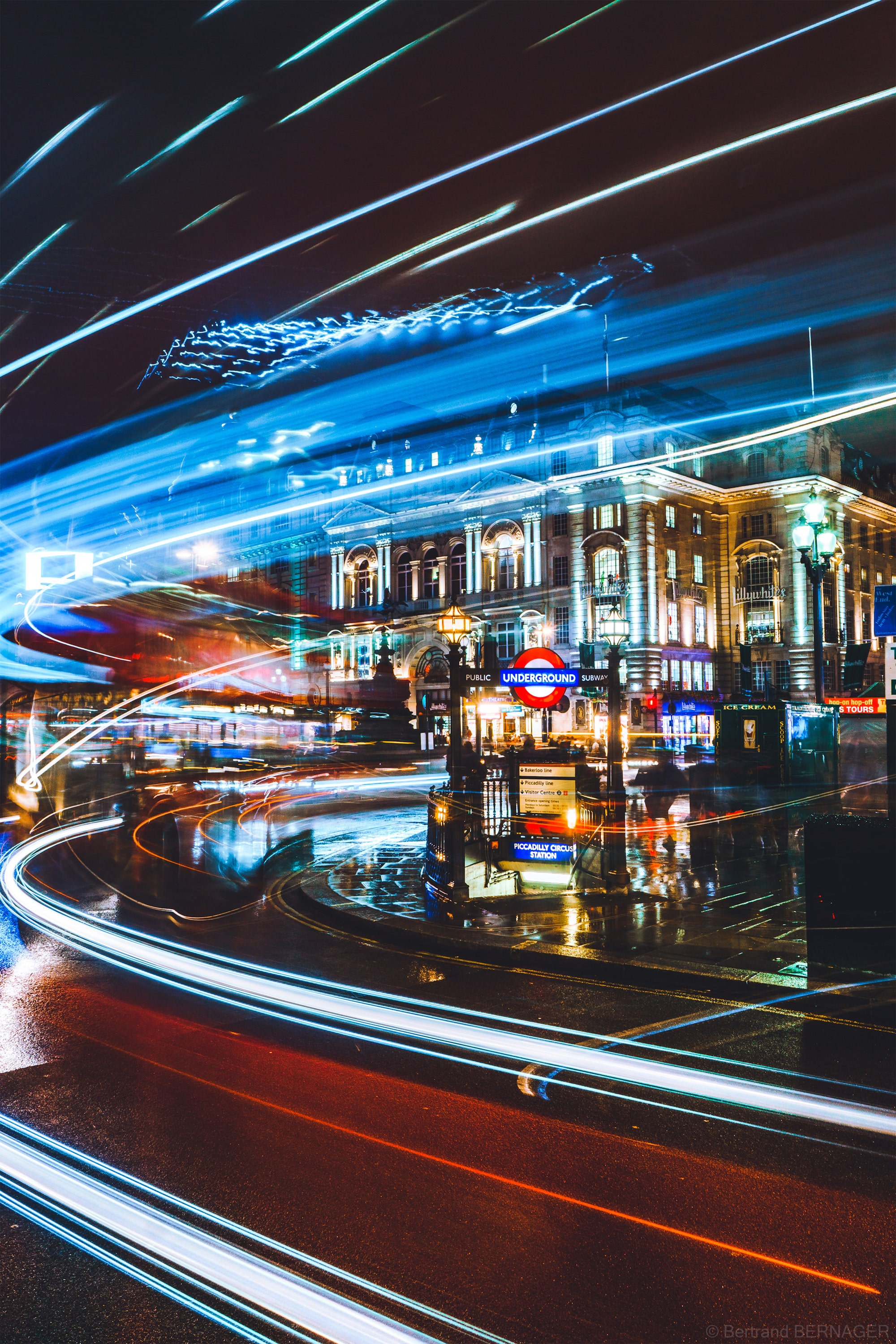 bertrand bernager sony alpha 6000 long exposure shot of cars and buses passing through piccadilly circus at night