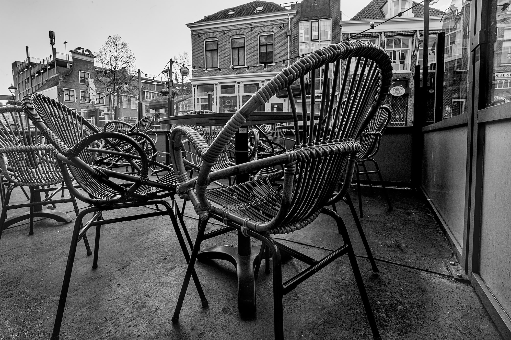 brendan de clercq sony alpha 6600 empty chairs outside a cafe in amsterdam