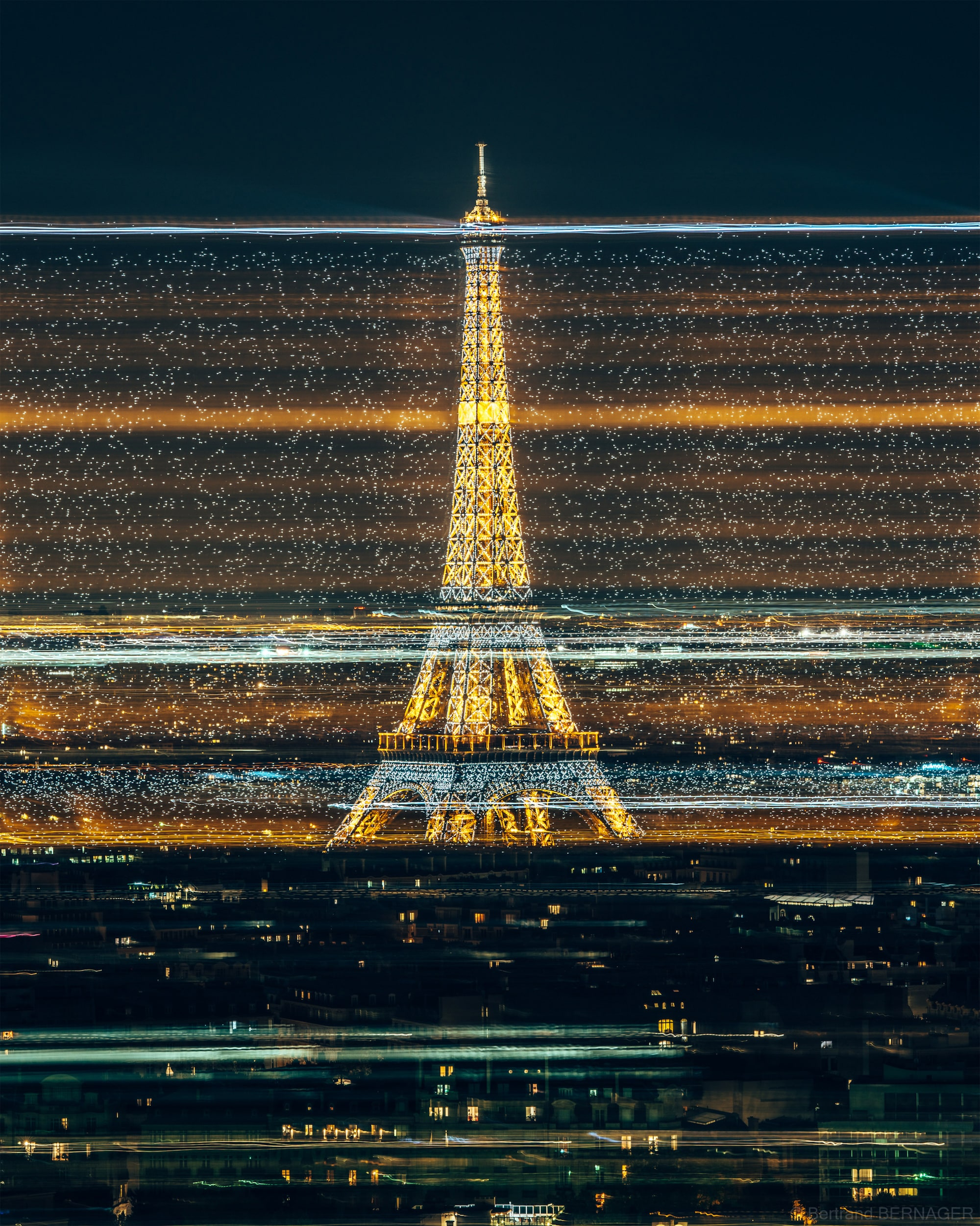 bertrand bernager sony alpha 7RM3 long exposure shot of the eiffel tower showing cars passing through the scene