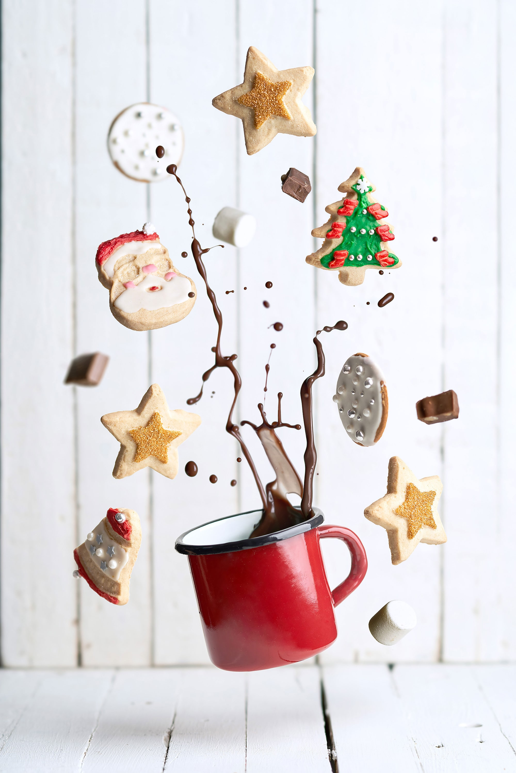 pablo gil sony alpha 7RIII cup of hot chocolate in mid air surrounded by floating cookies