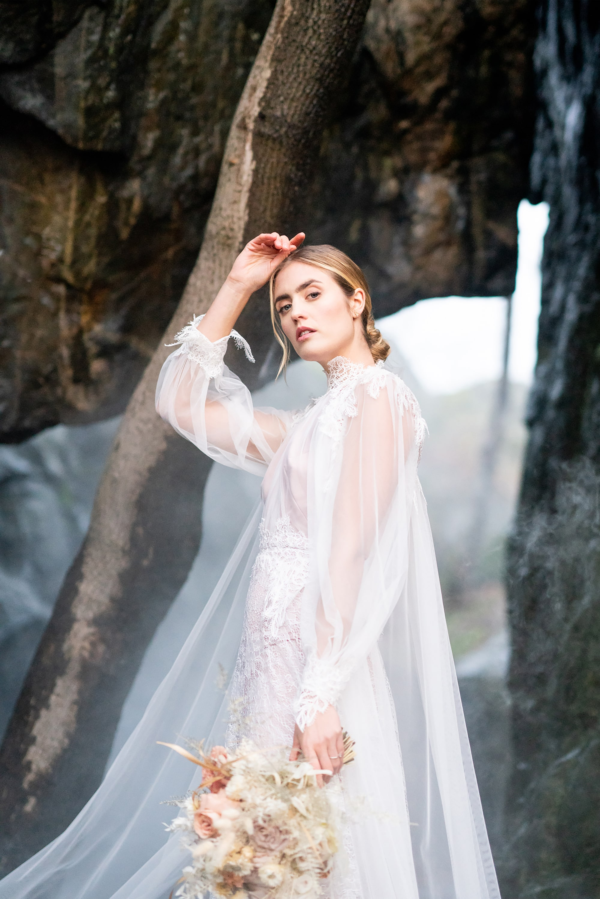 sandra-aberg-sony-alpha-7r3-bride-in-a-white-laced-gown-stands-in-a-forest-atmosphere