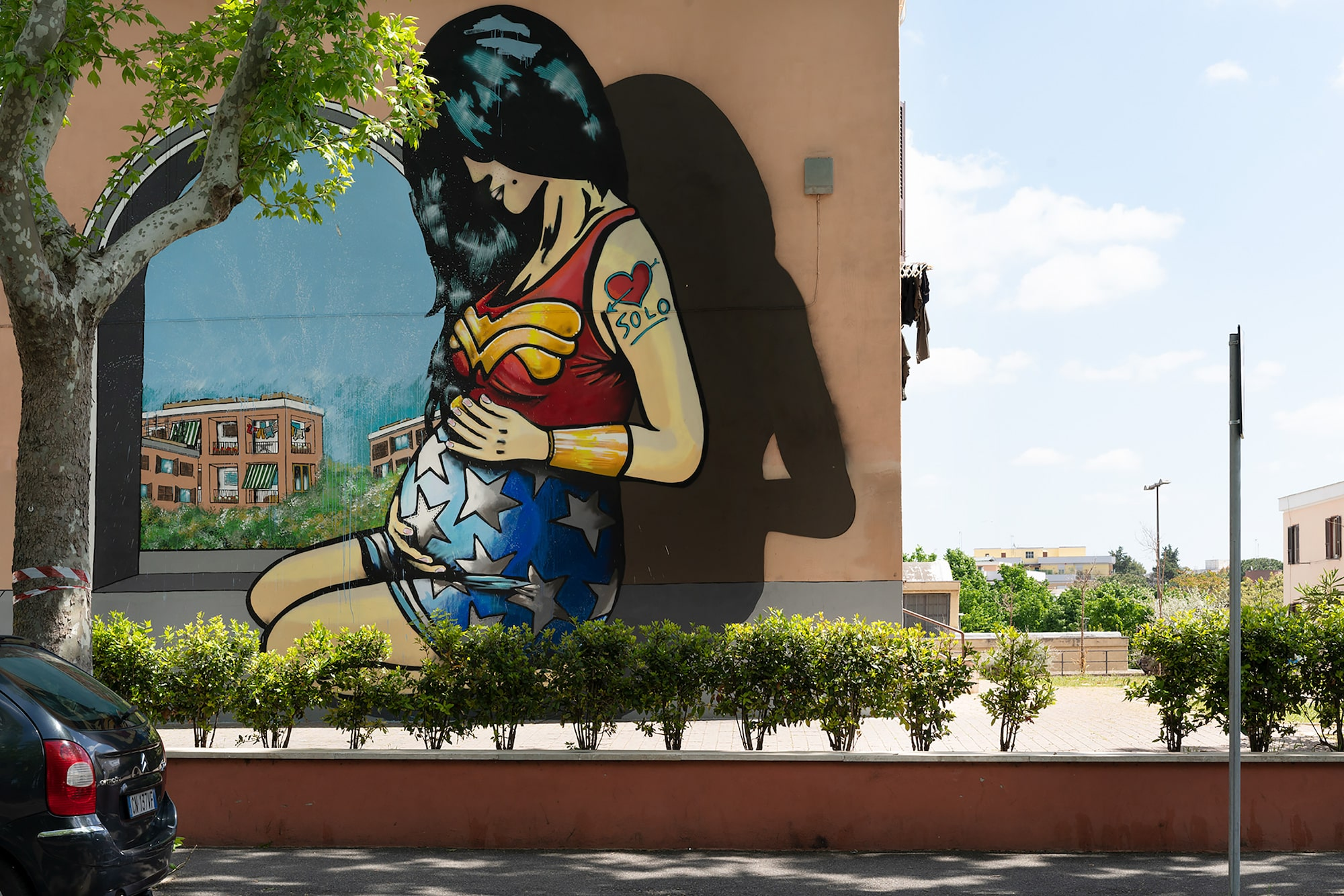 Massimo Siragusa sony alpha 7RM2 a wall painted mural of a pregnant wonder woman